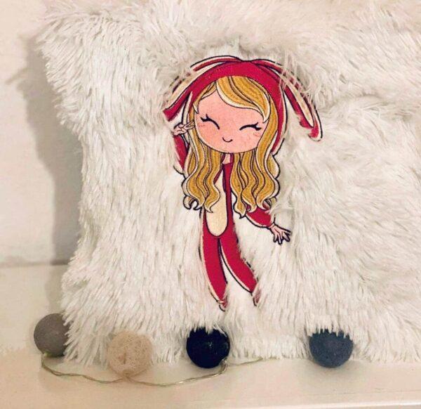 Mädchen im Häschen Schlafanzug Stickdatei - StickZebra